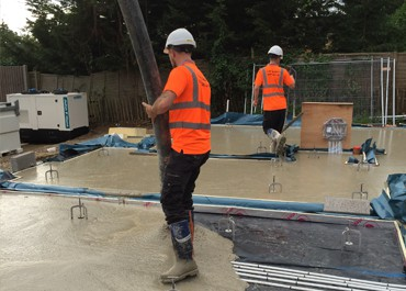 Self-levelling concrete